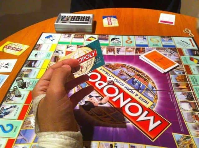 Monopoly cu carduri! - Refu.ro