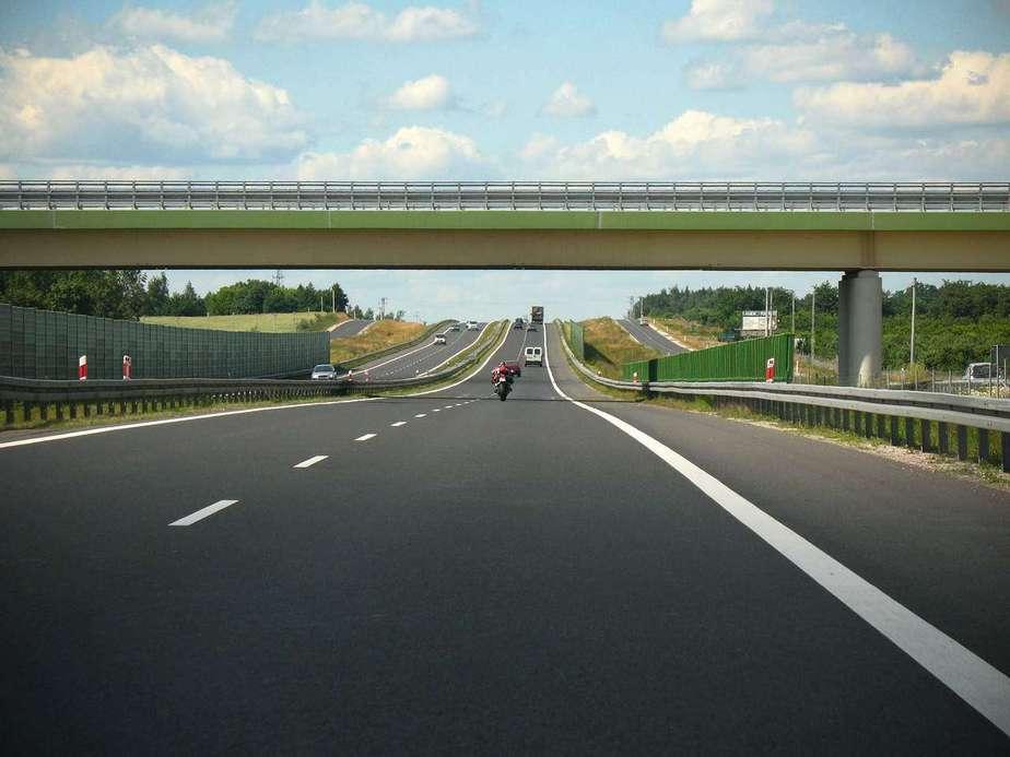 Firma Transport national: De la motociclete la marfa sau mutari - Refu.ro
