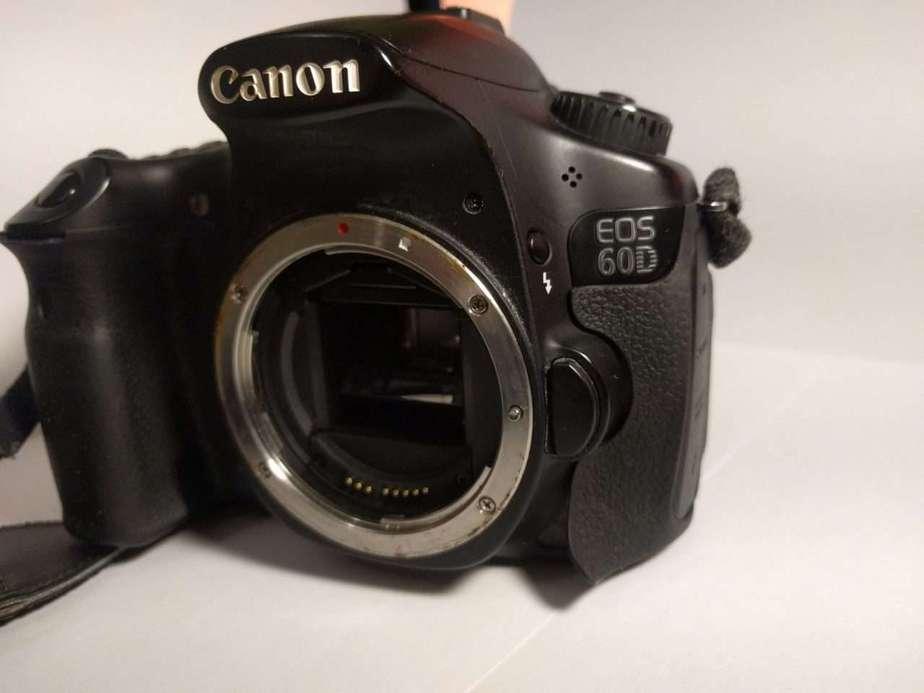 De vanzare echipament foto: DSLR, obiectiv si flash 1