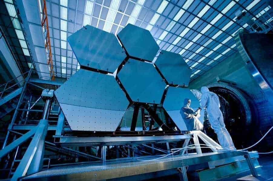 NASA amana lansarea telescopului spatial James Webb