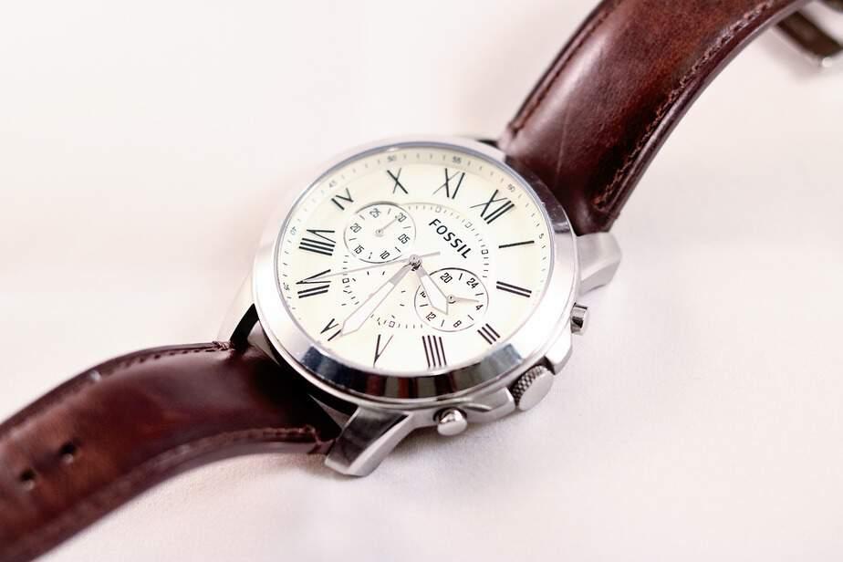 Vin sarbatorile – cumpara cadouri cu stil - un ceas fosil